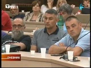 србски брАНАЛИтичар сатеран у лево ћоше