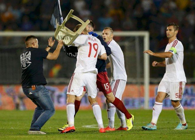 letjela-albanska-zastava-tuca-i-prekid-na-utakmici-srbija--albanija_0_24509