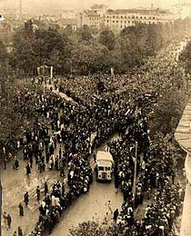 Београђани изашли да отерају партизане и врате Немце, ал'ове бранили Руси (мајку им јебем)